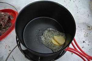 Lett røkt reinskav med kantarell og tyttebærkrem
